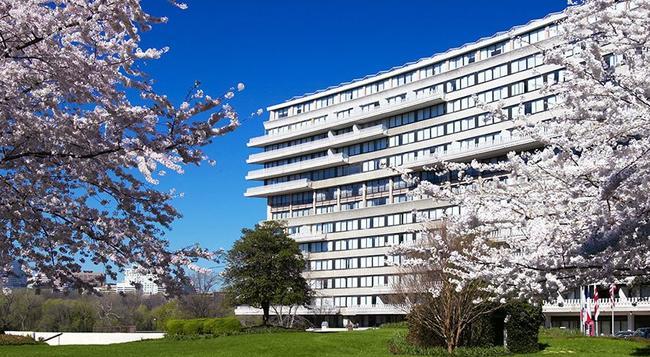 The Watergate Hotel - Washington - Building