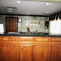 Quality Inn & Suites Airport West Lobby