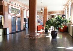 Riviera Hotel - Newark - Lobi
