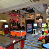 Side Crown Palace Arcade