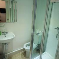 The Gateway Hotel Bathroom