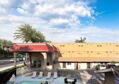 Anaheim Discovery Inn & Suites - Anaheim - Pemandangan luar