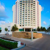 Krystal Grand Punta Cancun Hotel Entrance