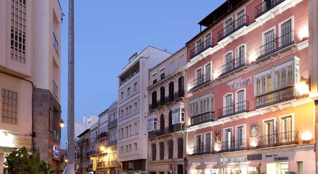 Tribuna Malagueña - Malaga - Building