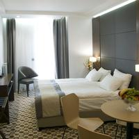 Central Hotel Guestroom