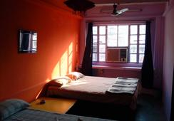 Golden Lodge - Benares - Kamar Tidur