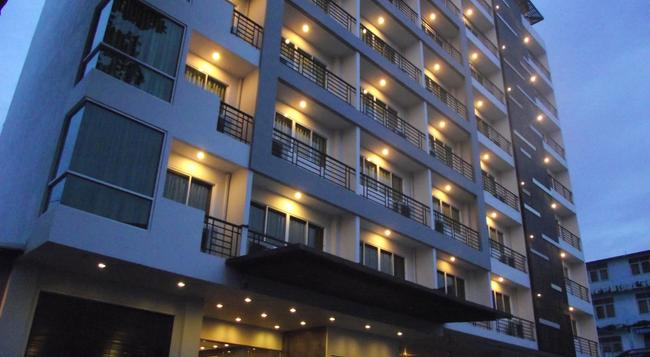 14 Living - Bangkok - Building