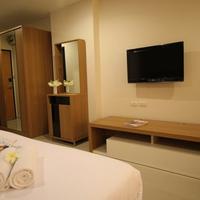 14 Living Guestroom