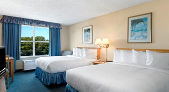 Baymont Inn & Suites Fort Myers Airport - Fort Myers - Bedroom