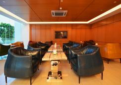 V8 Hotel - Johor Bahru - Lobi