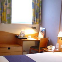 Days Hotel London- Waterloo Guest Room