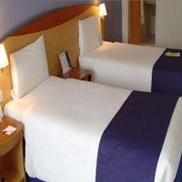 Days Hotel London- Waterloo Guestroom