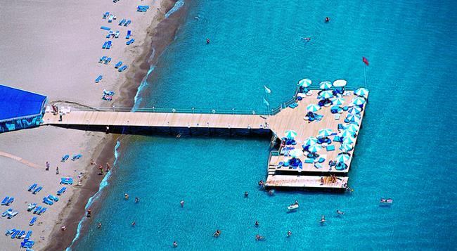 Titanic Beach Lara Hotel - Antalya - Beach