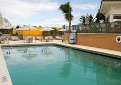 Courtyard by Marriott Fort Lauderdale Beach - Fort Lauderdale - Kolam