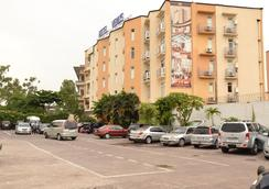 Venus Hotel - Kinshasa - Parkiran