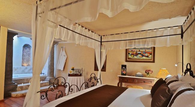 Hotel Misión Arcángel Puebla - Puebla - Building