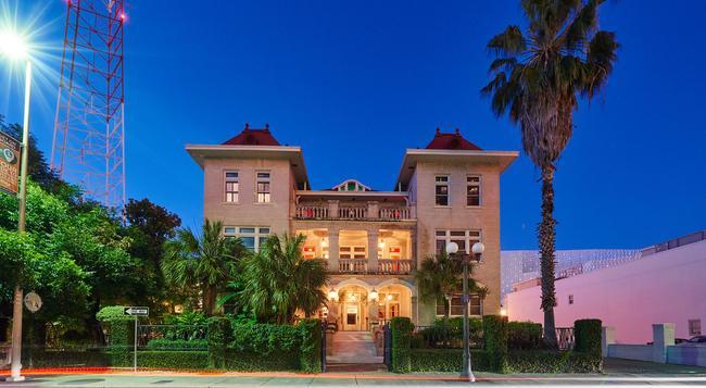 Hotel Havana - San Antonio - Building