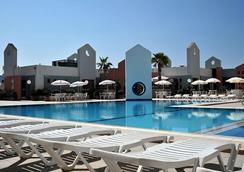 Blue Sea St George's Park and La Vallette Resort - St. Julian's - Kolam
