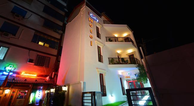 City Hotel Tirana - Tirana - Building