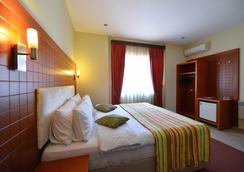 City Hotel Tirana - Tirana - Kamar Tidur