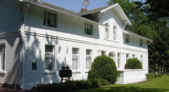 Hotel Weißes Schloss - Heringsdorf - Building