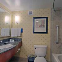 Hilton Garden Inn Denver Downtown Bathroom