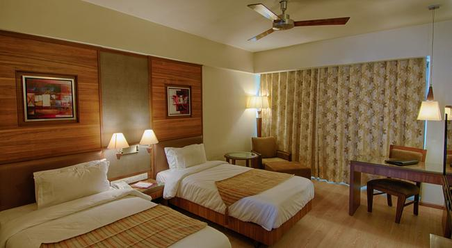 The President-A Boutique Hotel - Ahmedabad - Bedroom