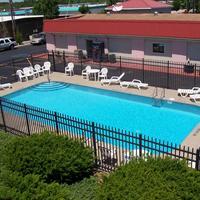Budget Host Inn Pool