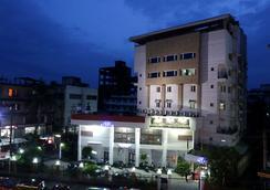 World choice Nandan Premier Hotel - Guwahati - Pemandangan luar