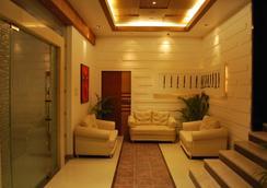 Hotel Millennium - Guwahati - Lobi