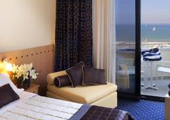 Hotel Sporting Rimini - Rimini - Kamar Tidur