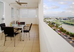 Best Western Plus Cairns Central Apartments - Cairns - Balkon