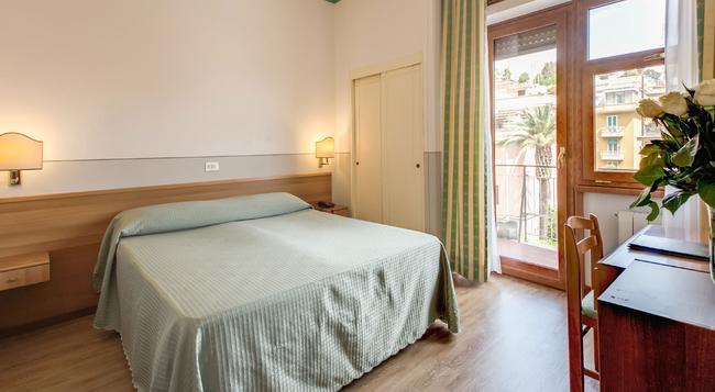 Hotel Pacific - Rome - Bedroom