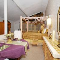 Stargazer Inn and Suites Guestroom