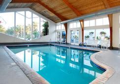 Stargazer Inn and Suites - Monterey - Kolam