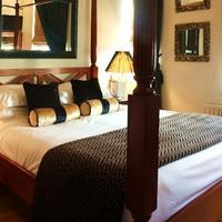 Mayflower Hotel & Apartments Guestroom