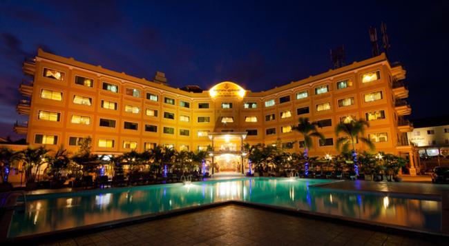 Golden Sand Hotel - Sihanoukville - Building