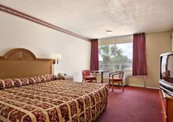 Days Inn by Wyndham Orlando/International Drive - Orlando - Kamar Tidur