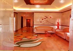 Hotel Sapphire - Lonavala - Lobi