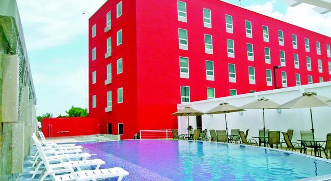 Hotel Hex - Managua - Pool