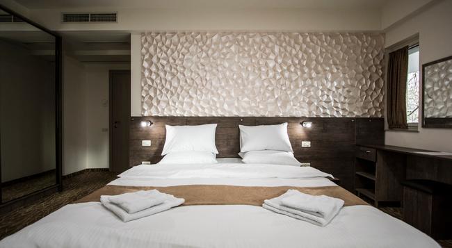 Park Hotel - Yerevan - Bedroom