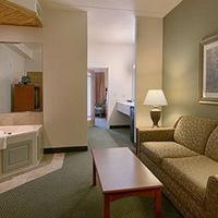 Days Inn & Suites Bozeman Jacuzzi Suite