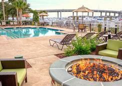 Courtyard by Marriott Charleston Waterfront - Charleston - Kolam