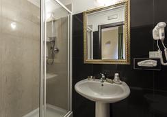 Hotel Regina Giovanna - Roma - Kamar Mandi