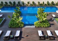 JW Marriott Hotel New Delhi Aerocity - New Delhi - Kolam