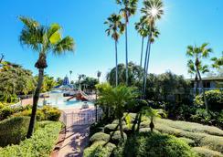 Quality Inn and Conference Center - Tampa - Pemandangan luar