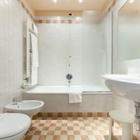 Hotel San Luca Bathroom