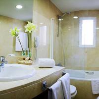 Hotel Emperador Bathroom