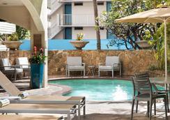 Coconut Waikiki Hotel - Honolulu - Kolam