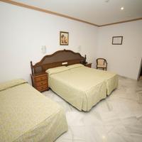 Los Omeyas Guestroom